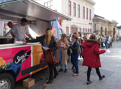Burger & Lobster full catering activation